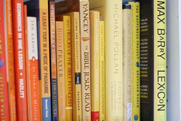 rainbow-bookshelves-4-yellow