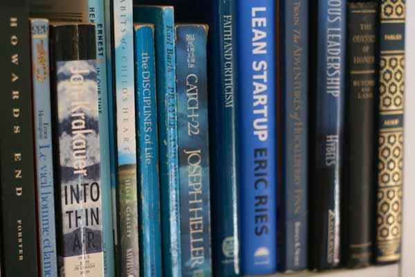 rainbow-bookshelves-blue