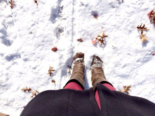 park winter feet in snow