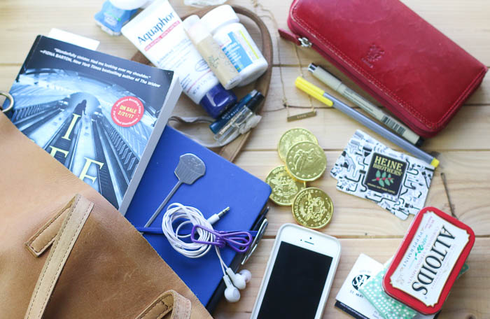 f7659a1d194ec2 What's in my purse? | Modern Mrs. Darcy