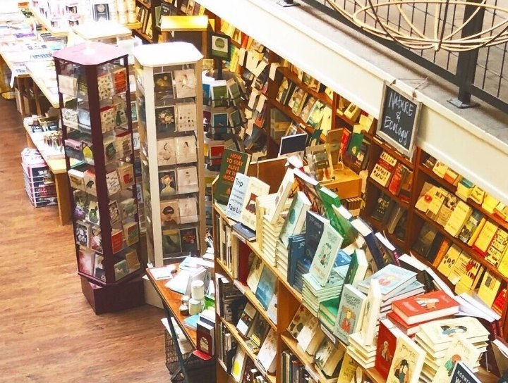 7 favorite independent bookstores that are doing great things | Modern Mrs Darcy